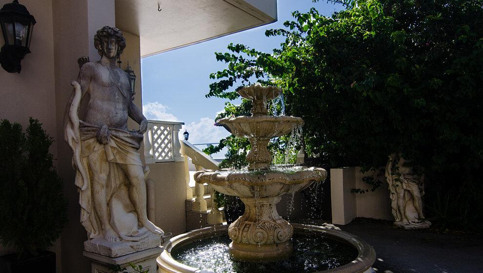 A Villa Gail - front courtyard fountain
