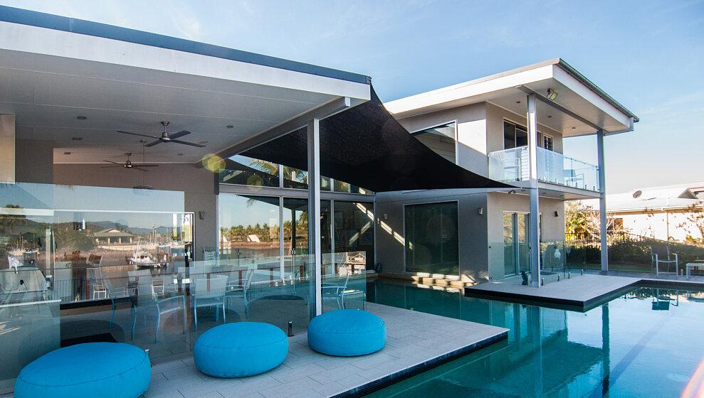 Mahi Mahi swimming pool