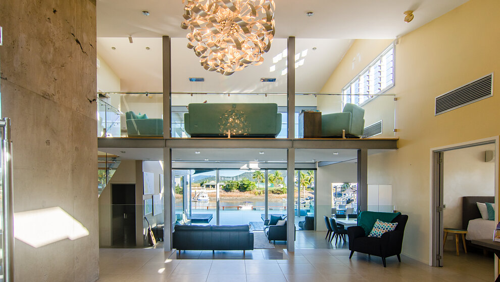 Spacious entrance hall with view