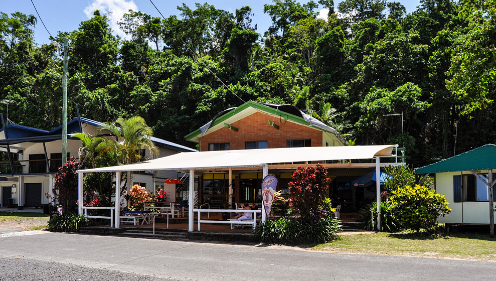 Etty Bay cafe