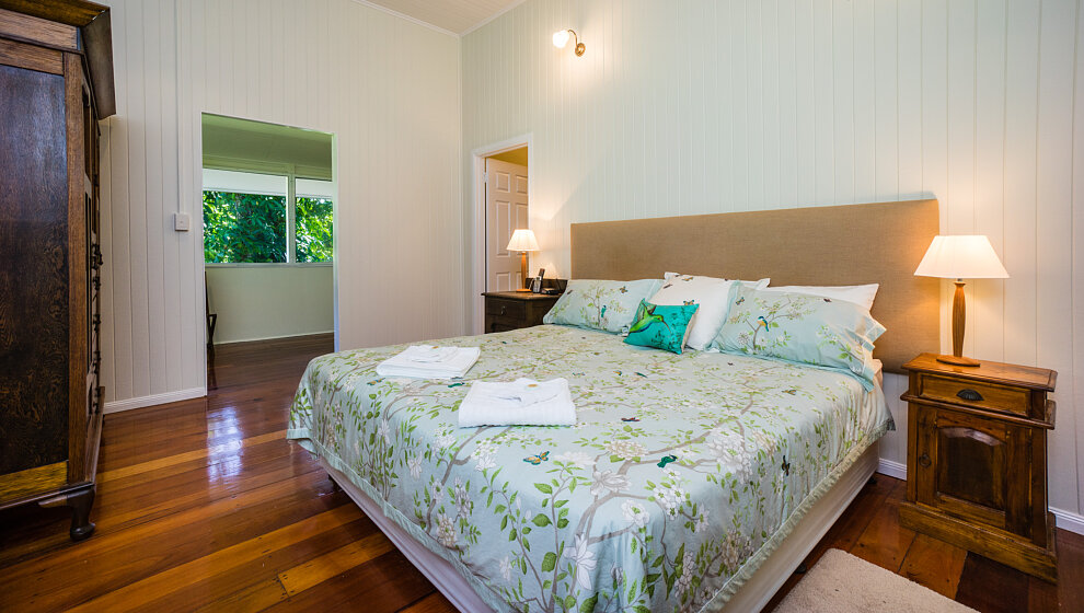 King bedroom 4 with air-con, fan, TV & ensuite