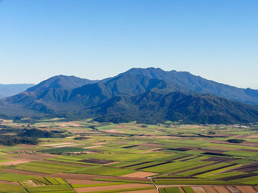 Babinda below Mt Bellenden Ker and surrounding cane fields