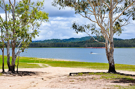 Lake Tinaroo is populat for boating, fishing and water-skiing