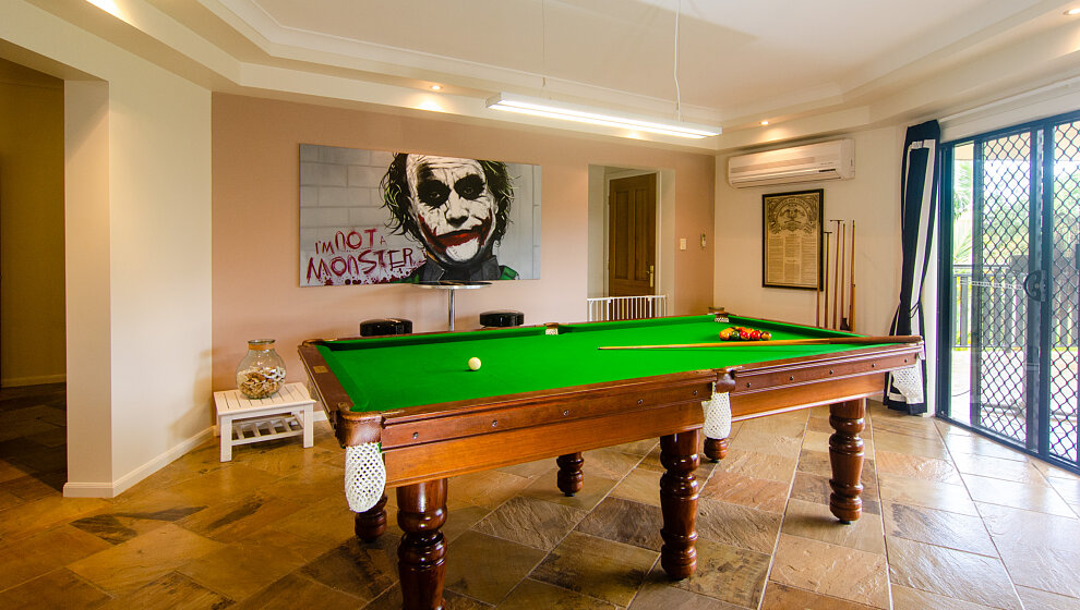 Avalon Pool table