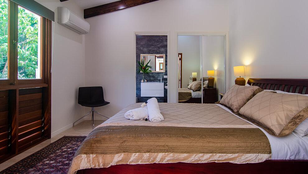 Queen bedroom 6
