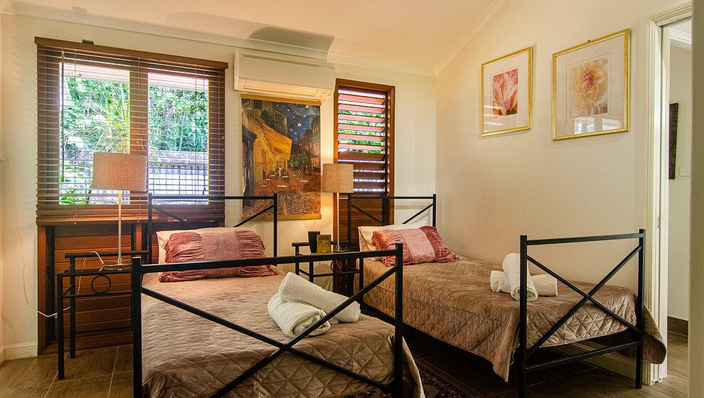 Twin bedroom 5