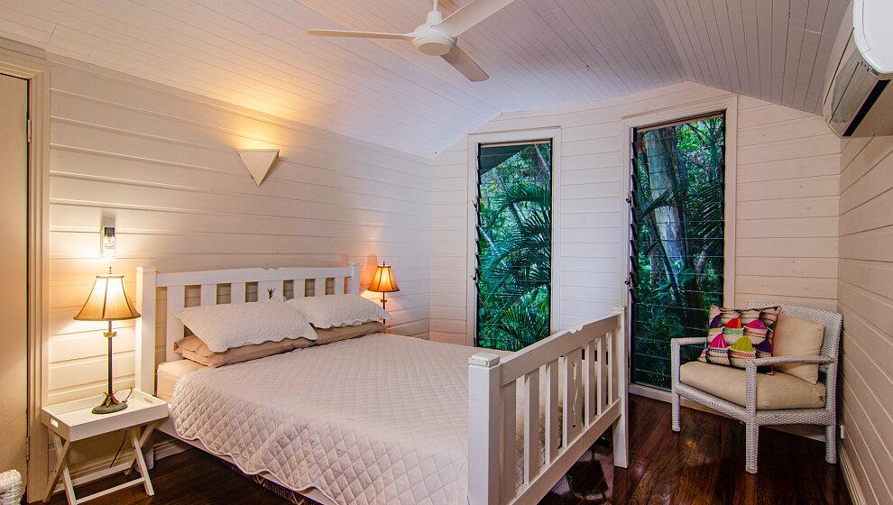 Sapphire Ridge queen bedroom 4