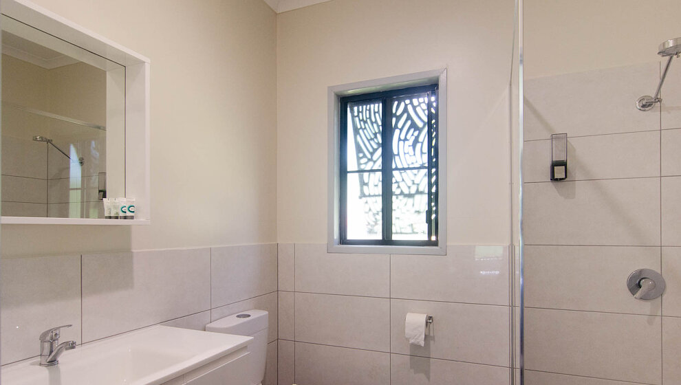 Cabin 1 bathroom