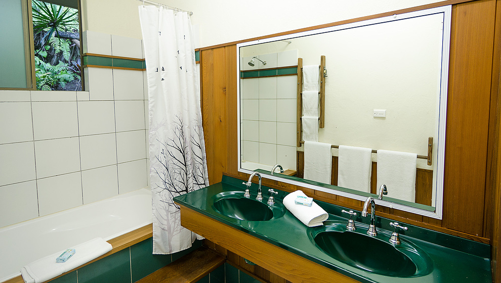 Touch of Bali - 2nd bathroom