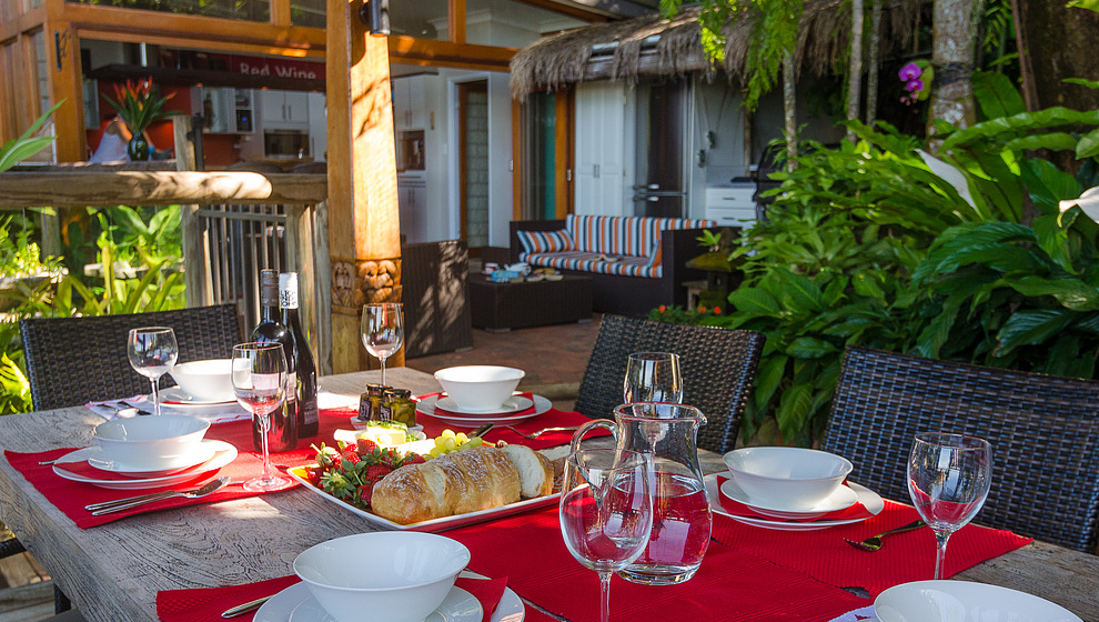 Touch of Bali - Outdoor lunch in the pavilion