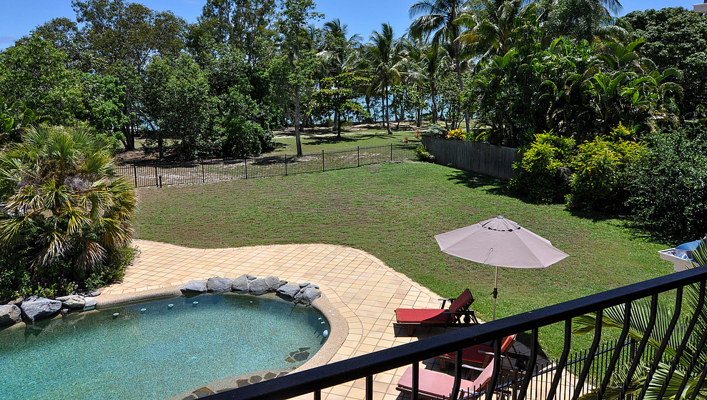 Kewarra Beachfront House - pool from upstairs verandah