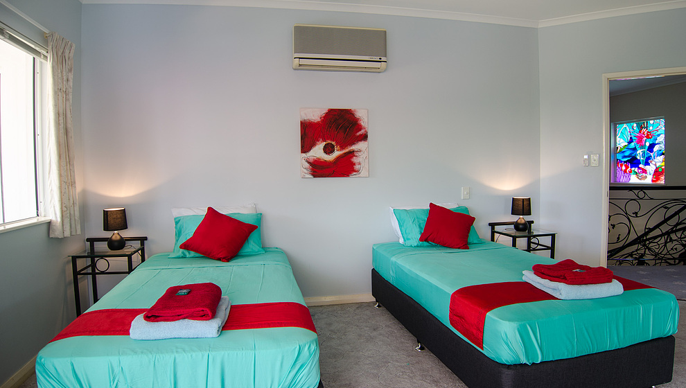 Kewarra Beachfront House - twin bedroom 2