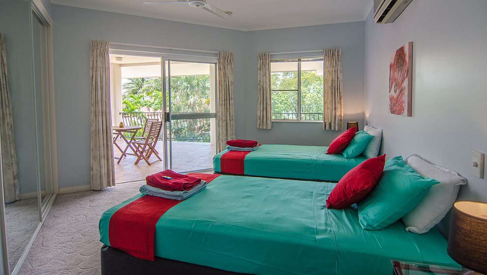 Kewarra Beachfront House - twin bedroom 2 with door to upstairs verandah