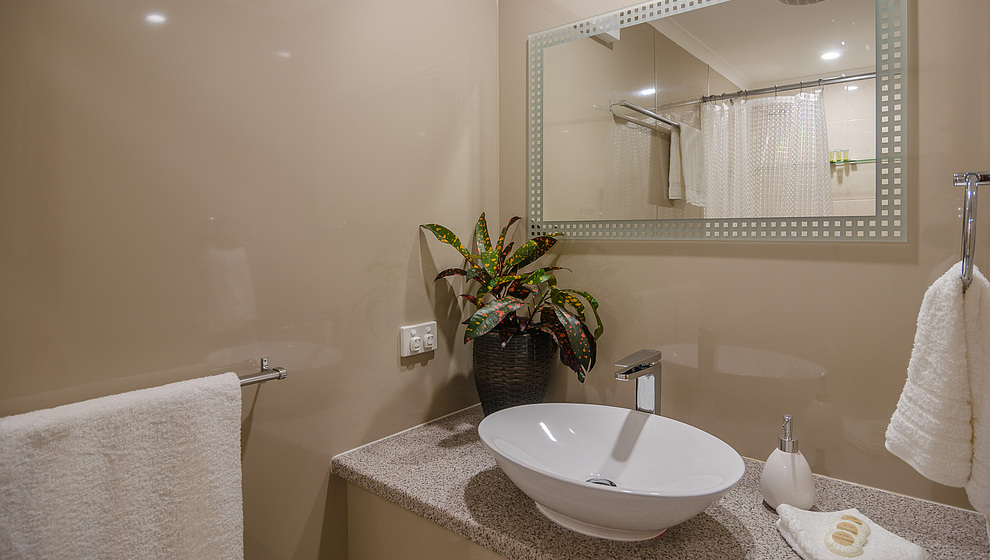 Harvester Home bathroom