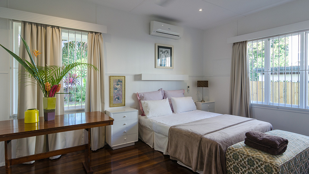 Pandanus queen bedroom 1