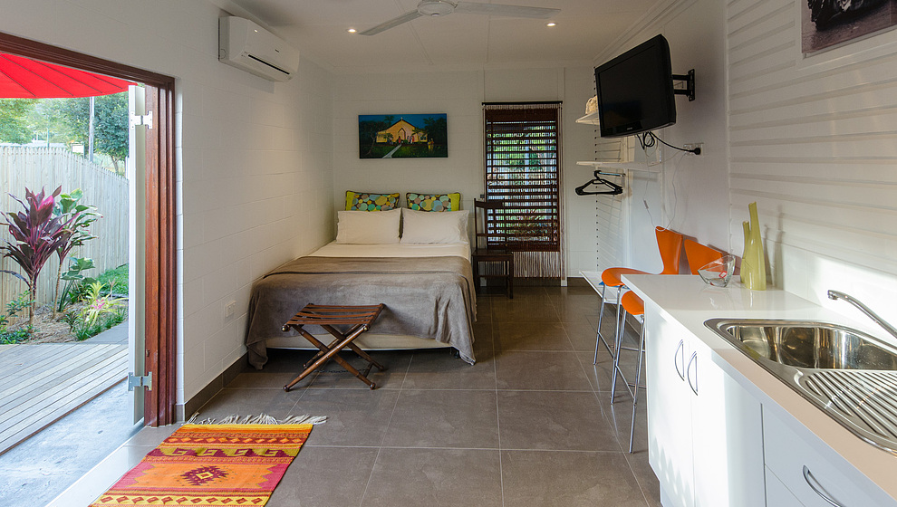 Pandanus - Breadfruit Air-conditioned studio