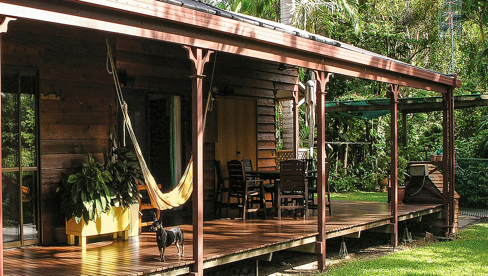 The long, low deck makes it easy to step into the garden