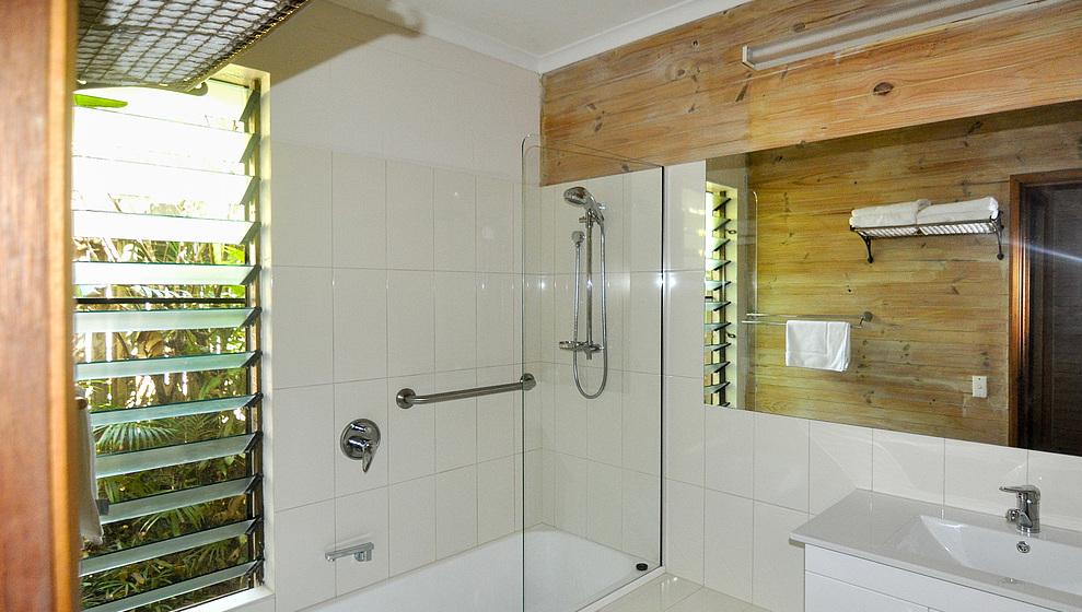 Bathroom 2 with shower and bath