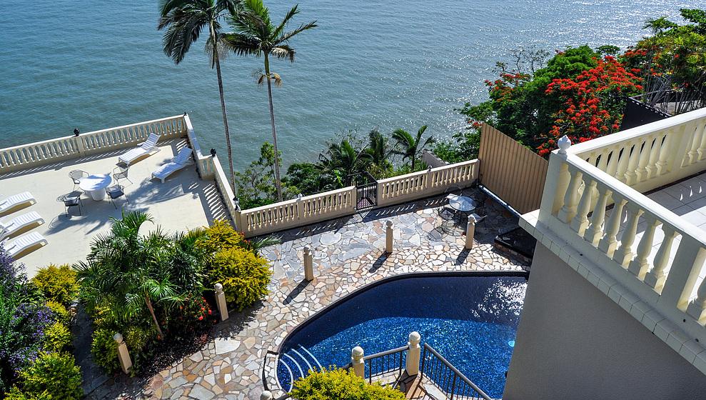 Avillagail - sun terrace & pool