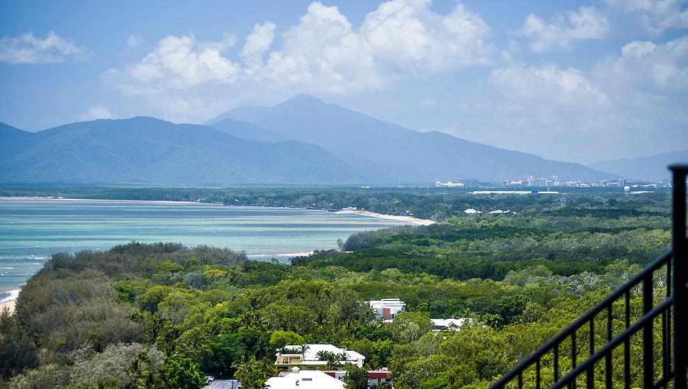 A Villa Gail - View of  Holloways Beach & Cairns