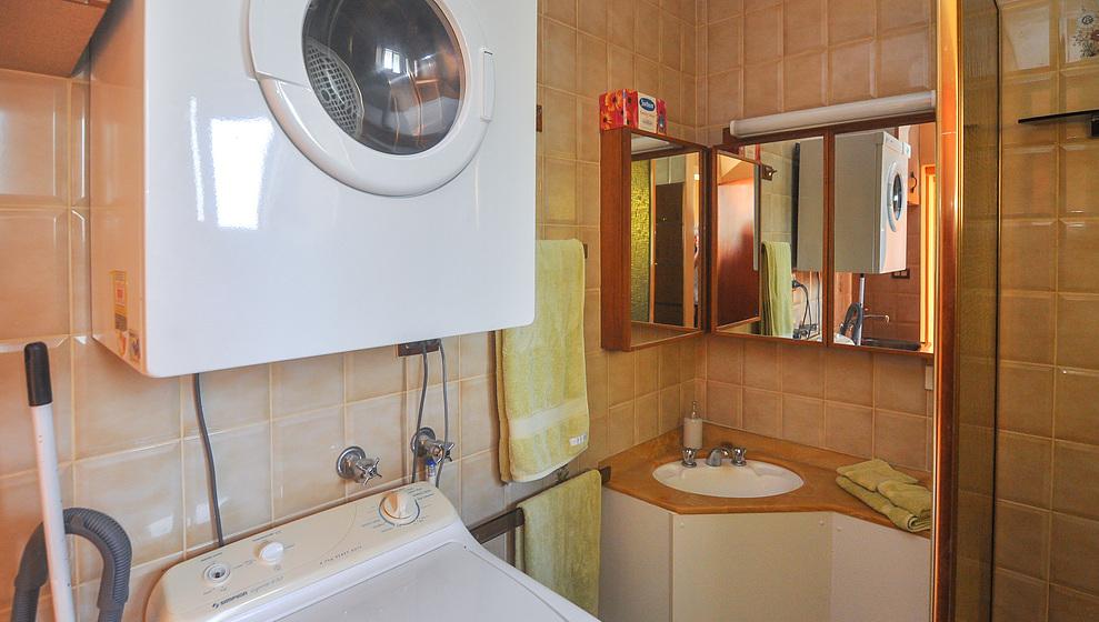 A Villa Gail - Bathroom & laundry