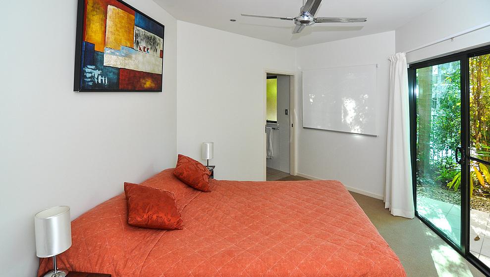 Queen bedroom 1 with ensuite
