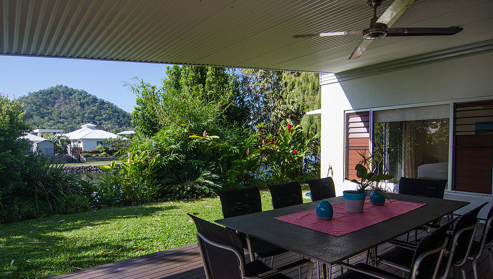 Bambusa - covered outdoor dining patio
