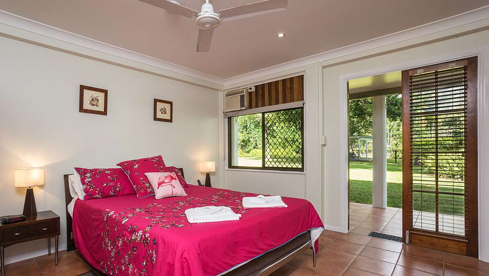 King bedroom 1 (or twin) with air-con, fan & TV
