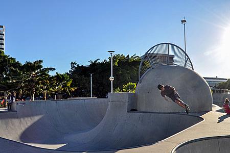 Cairns Esplanade skate bowl - on the edge
