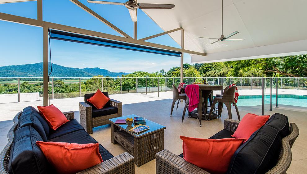 Cassowary Retreat - huge, shaded pool patio