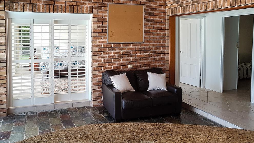 Sitting room & bedroom 1