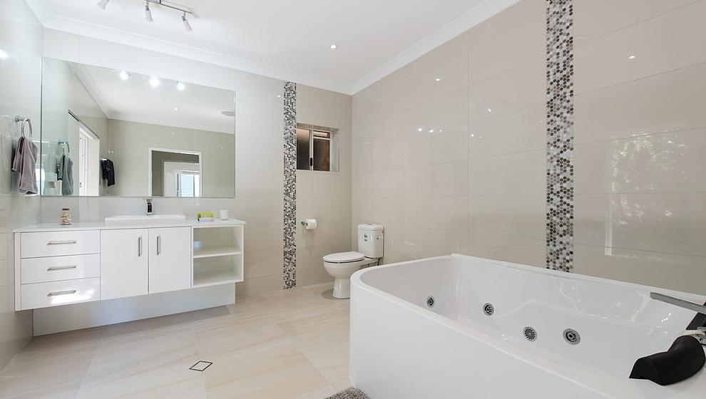 Bedroom 1 ensuite with spa bath