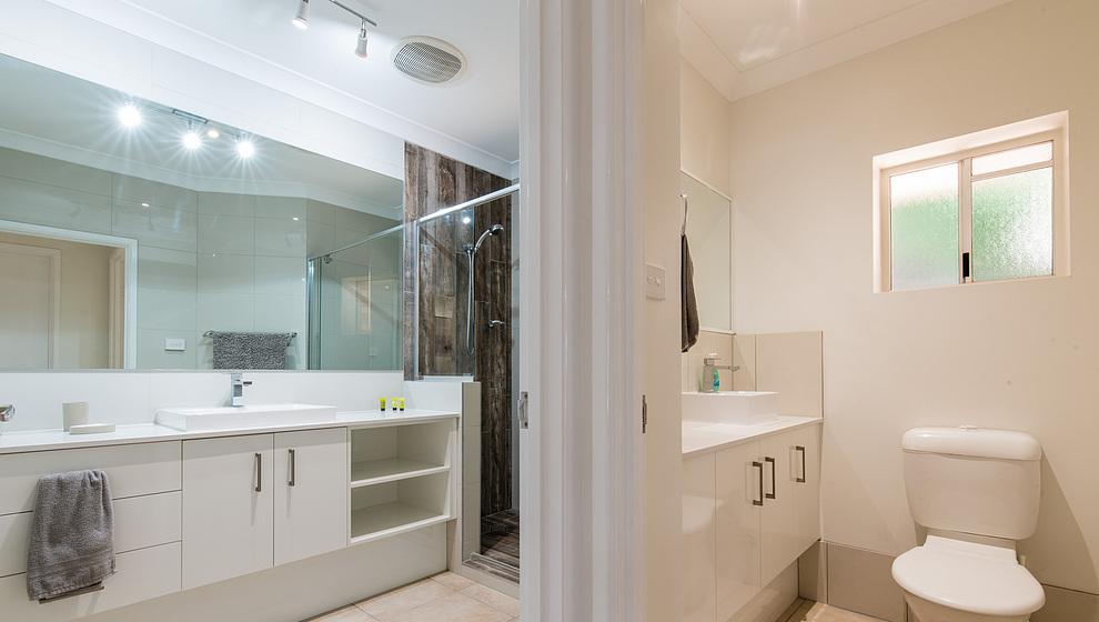 Share bathroom & loo