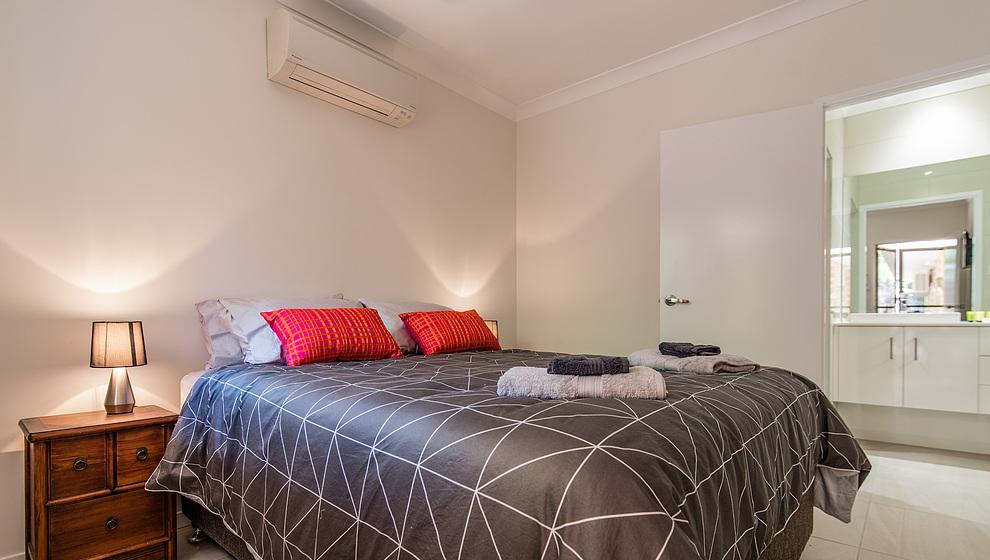 Queen bedroom 5